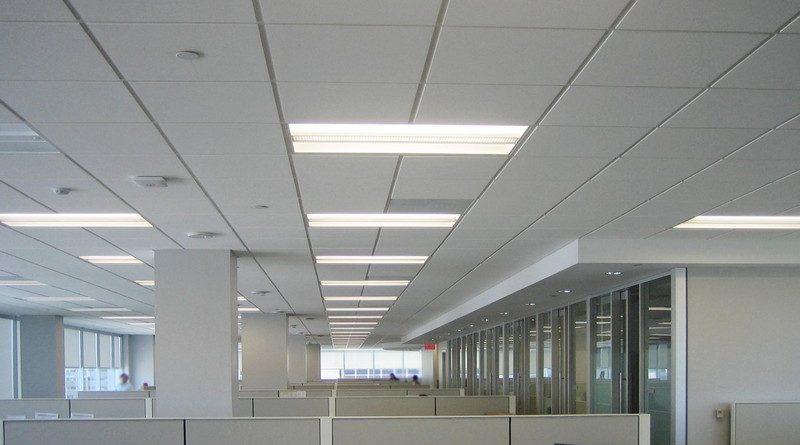 Trần thạch cao văn phòng, nên chọn loại trần nổi để tiết kiệm chi phí, dễ dàng sửa chữa