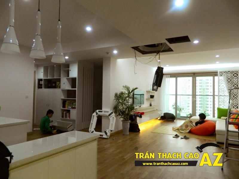Trần thạch cao phòng khách nhà chị Vân Royal city