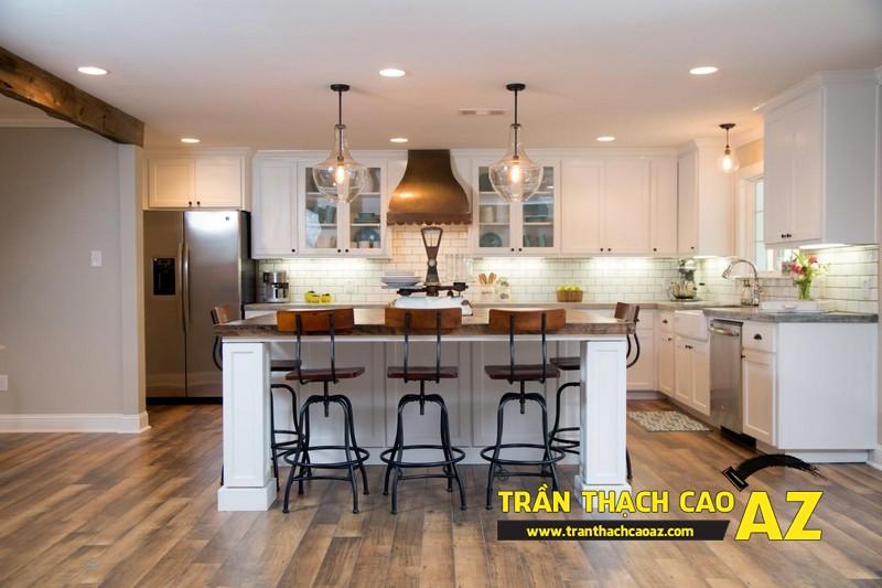Phòng bếp nhỏ hiện đại nhờ tạo hình trần thạch cao phẳng 01