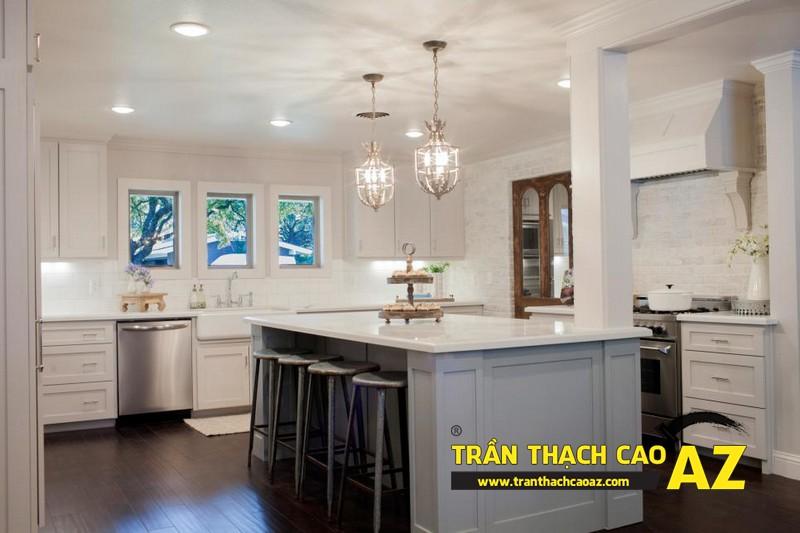 Phòng bếp nhỏ hiện đại nhờ tạo hình trần thạch cao phẳng 02