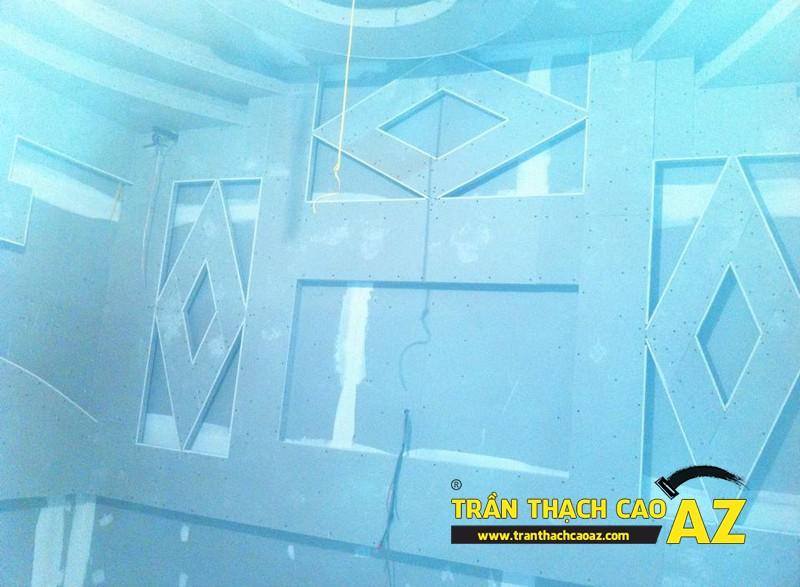 Phòng hát cực đẳng cấp nhờ tạo hình trần thạch cao quán karaoke của anh Nam 02