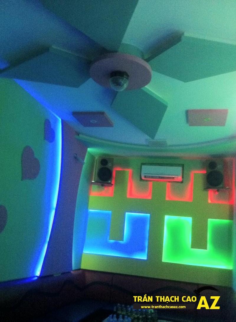 Phòng karaoke đẹp đẳng cấp nhờ tạo hình trần thạch cao của anh Nam 02