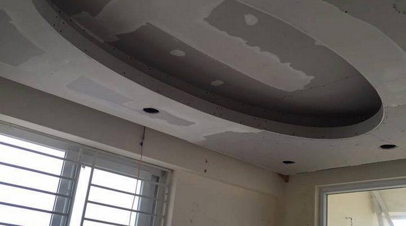 Thi công trần thạch cao phòng khách nhỏ nhà anh Lâm theo kiểu trần giật cấp