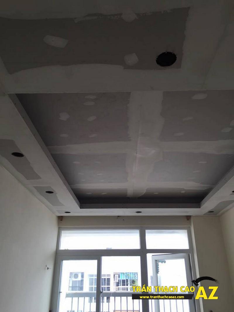 Thi công trần thạch cao phòng khách nhỏ nhà anh Lâm theo kiể trần giật cấp 02