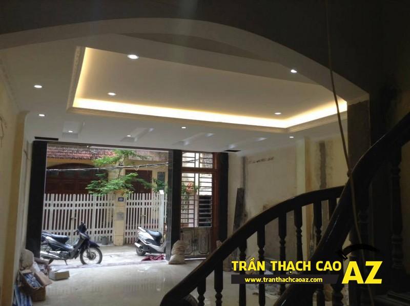 Thiết kế trần thạch cao phòng khách đậm chất đương đại nhà anh Lâm 02