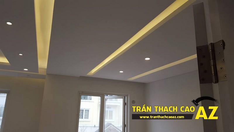 Trần thạch cao phòng khách rộng với tạo hình nhiều tầng bậc nhà anh Vinh 01