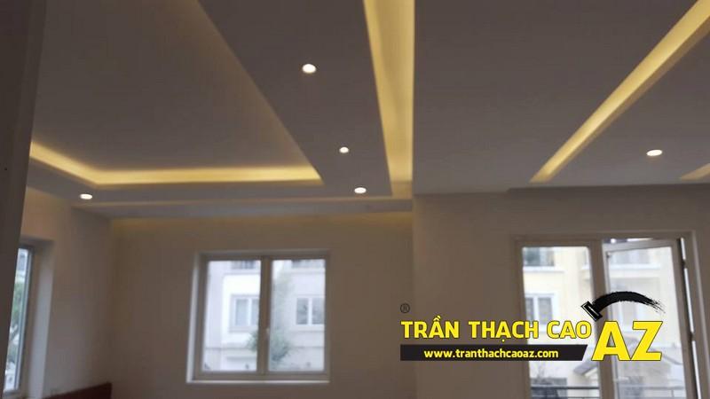 Trần thạch cao phòng khách rộng với tạo hình nhiều tầng bậc nhà anh Vinh 04