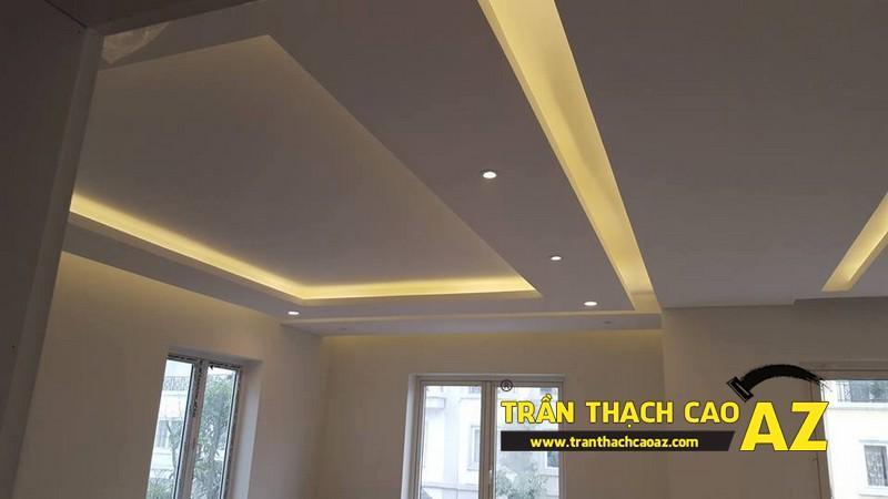 Trần thạch cao phòng khách rộng với tạo hình nhiều tầng bậc nhà anh Vinh 03
