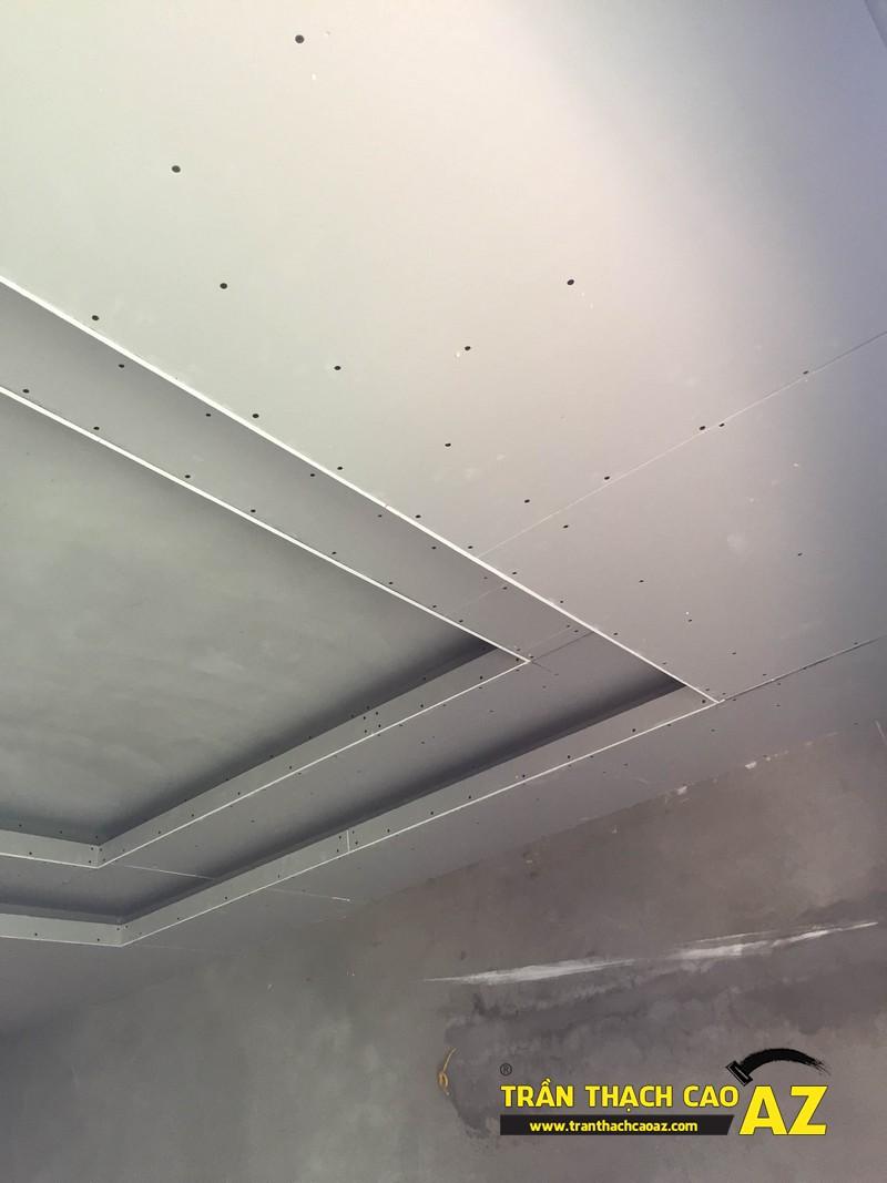 Hoàn thiện bắn tấm trần thạch cao phòng khách liền bếp nhà chị Hà 02