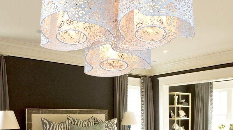 Mẫu đèn chùm trần thạch cao đẹp độc đáo dành riêng cho trần đơn giản