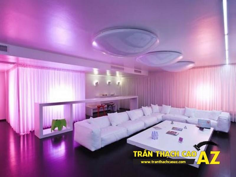 Phòng khách đẹp lung linh nhờ thiết kế trần thạch cao đa màu sắc 03