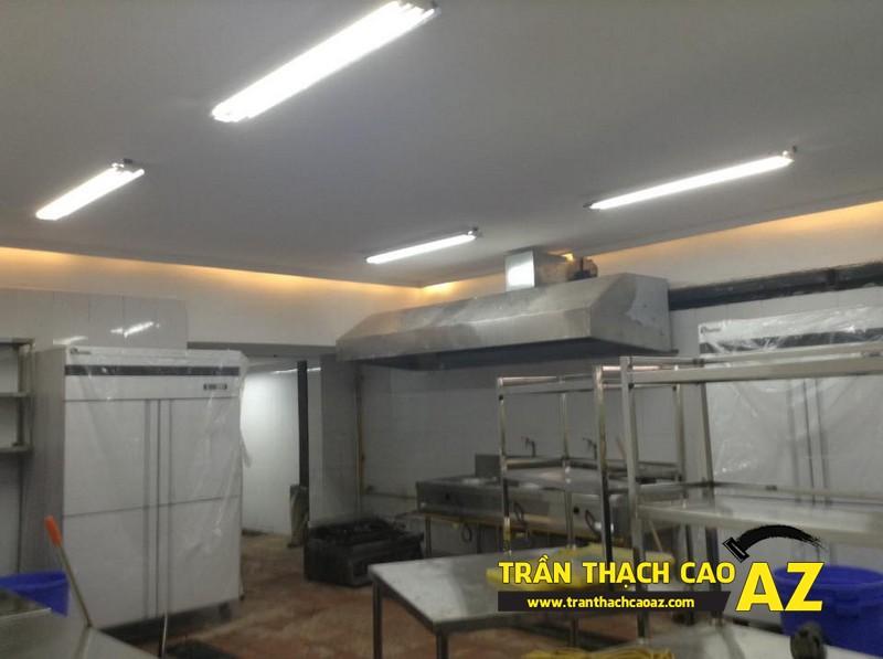 Thiết kế trần thạch cao đẹp sang trọng, hiện đại cho không gian nhà hàng của anh Việt 02