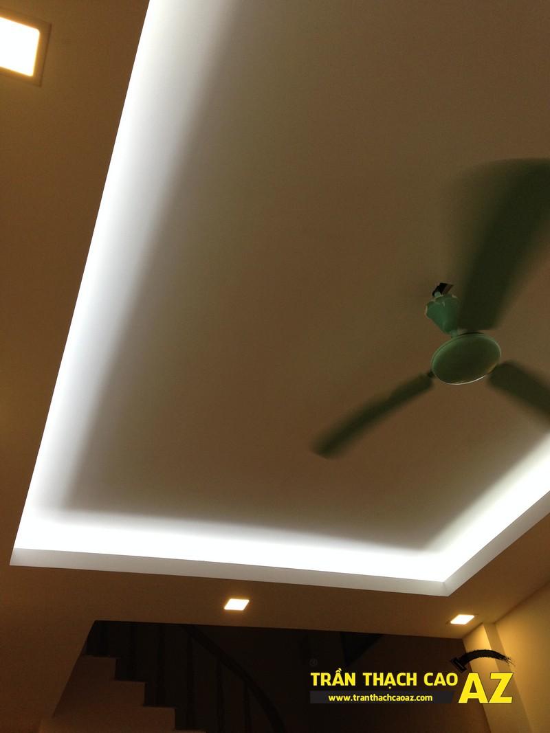 Trần thạch cao phòng khách nhà ống đẹp đơn giản nhà nhà anh Long 02