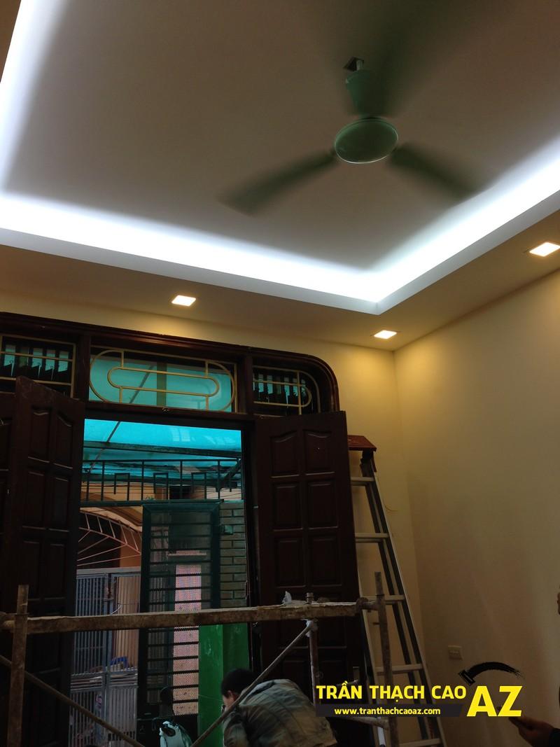 Thiết kế trần thạch cao phòng khách theo kiểu trần giật cấp nhà anh Tài 03