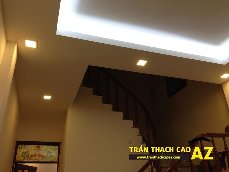 Thiết kế trần thạch cao phòng khách theo kiểu trần giật cấp nhà anh Tài 05