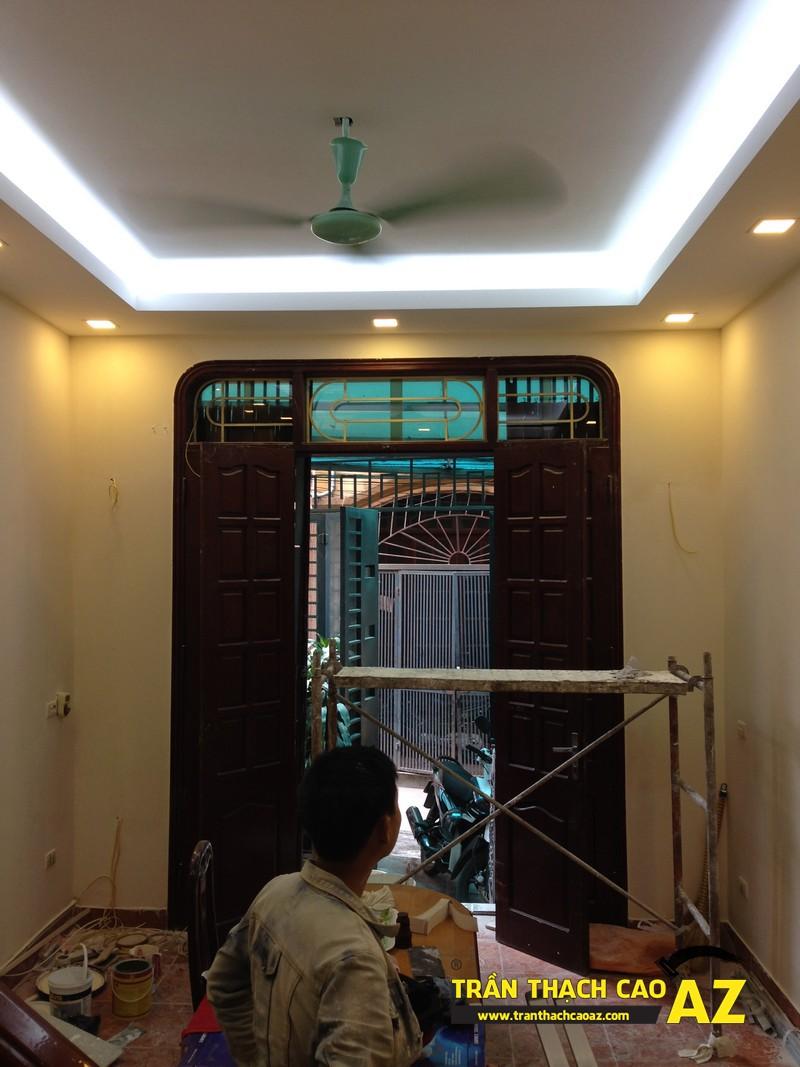 Thiết kế trần thạch cao phòng khách theo kiểu trần giật cấp nhà anh Tài 06