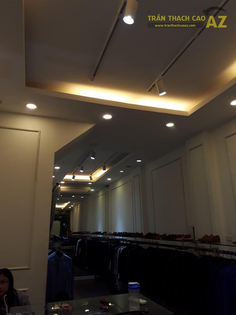 Cách kết hợp hình khối độc đáo, đơn giản ở trần thạch cao shop đẹp của DEZI, 169 Chùa Bộc - 01