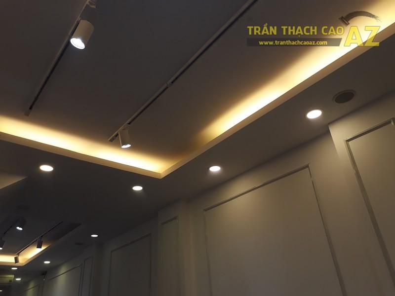Cách kết hợp hình khối độc đáo, đơn giản ở trần thạch cao shop đẹp của DEZI, 169 Chùa Bộc - 03