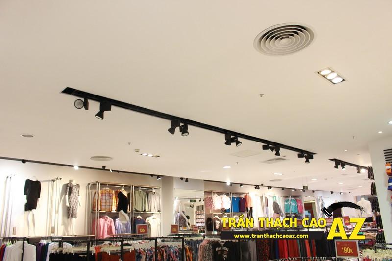 Hoàn thiện trần thạch cao cho cửa hàng thời trang F.O.S trung tâm thương mại Royal City