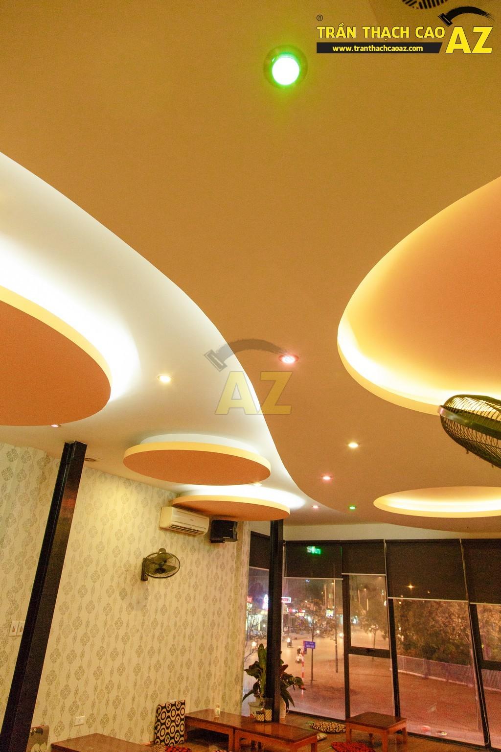 Like Coffee bắt mắt với thiết kế đường cong táo bạo của trần thạch cao - 08