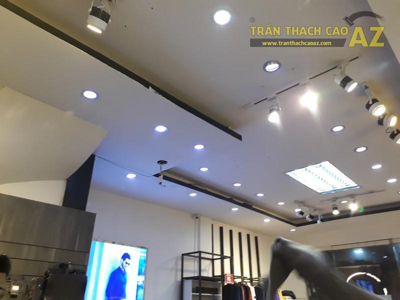Mát nhãn trước thiết kế trần thạch cao của cửa hàng thời trang Bi Luxury, 49 Chùa Bộc