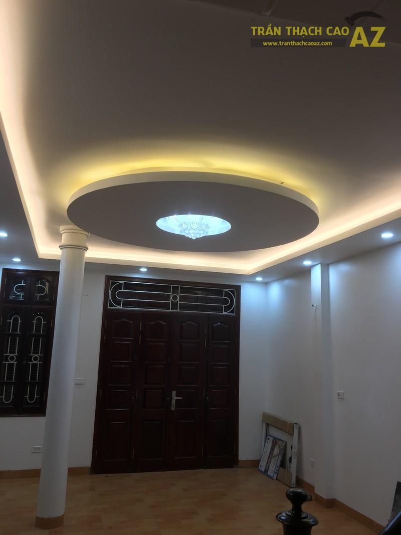 Thiết kế trần thạch cao phòng khách đẹp hiện đại của gia đình anh Bảy - 01