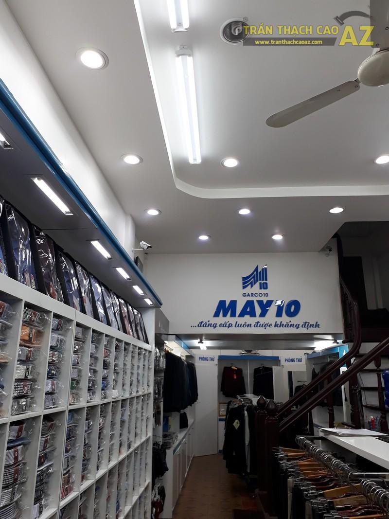 Mẫu trần thạch cao đẹp lịch lãm của shop thời trang May 10 tại 197 Chùa Bộc - 04