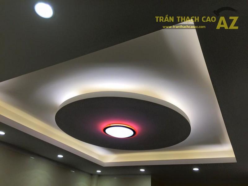 Mẫu trần thạch cao phòng khách đơn giản cực ấn tượng, độc đáo nhà anh Thiệu - 01