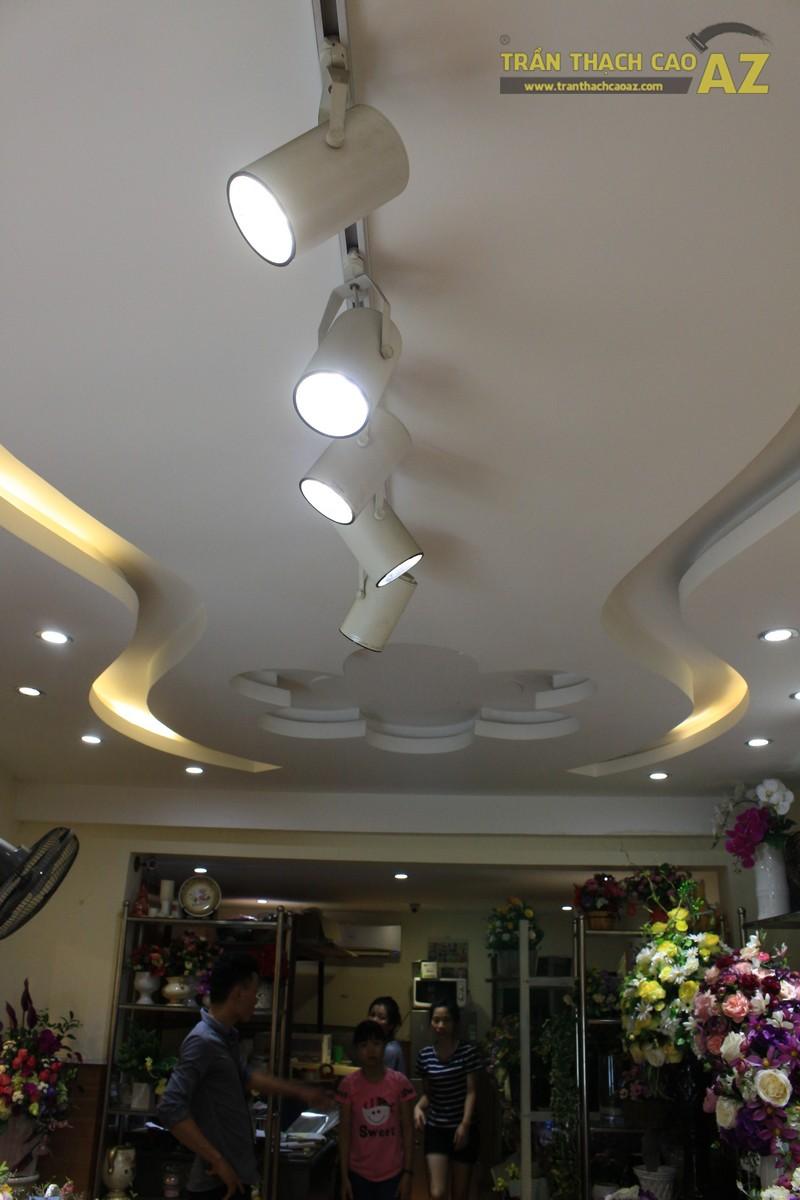Mê mẩn trước thiết kế tạo hình trần thạch cao của cửa hàng hoa tươi Quỳnh Hoa