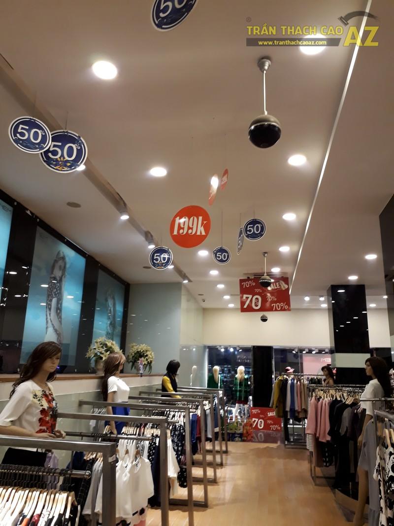 Thời trang NEM hiện đại, sang chảnh với tạo hình trần thạch cao shop đẹp tại Royal City - 02