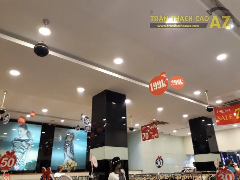 Thời trang NEM hiện đại, sang chảnh với tạo hình trần thạch cao shop đẹp tại Royal City - 03