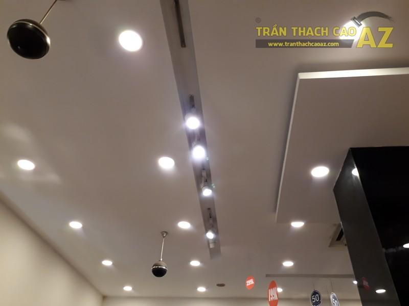 Thời trang NEM hiện đại, sang chảnh với tạo hình trần thạch cao shop đẹp tại Royal City - 05