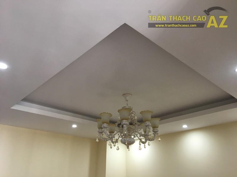Nét cổ điển pha lẫn hiện đại đẹp mê hồn của mẫu trần thạch cao phòng khách nhà anh Long - 07