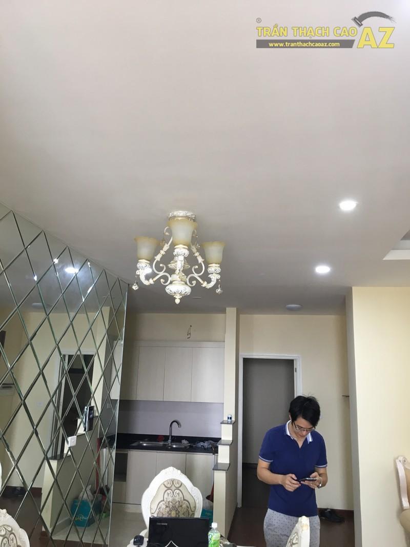 Nét cổ điển pha lẫn hiện đại đẹp mê hồn của mẫu trần thạch cao phòng bếp nhà anh Long - 03