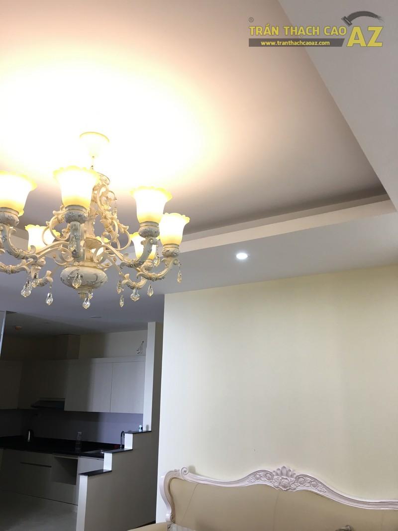 Nét cổ điển pha lẫn hiện đại đẹp mê hồn của mẫu trần thạch cao phòng khách nhà anh Long - 06