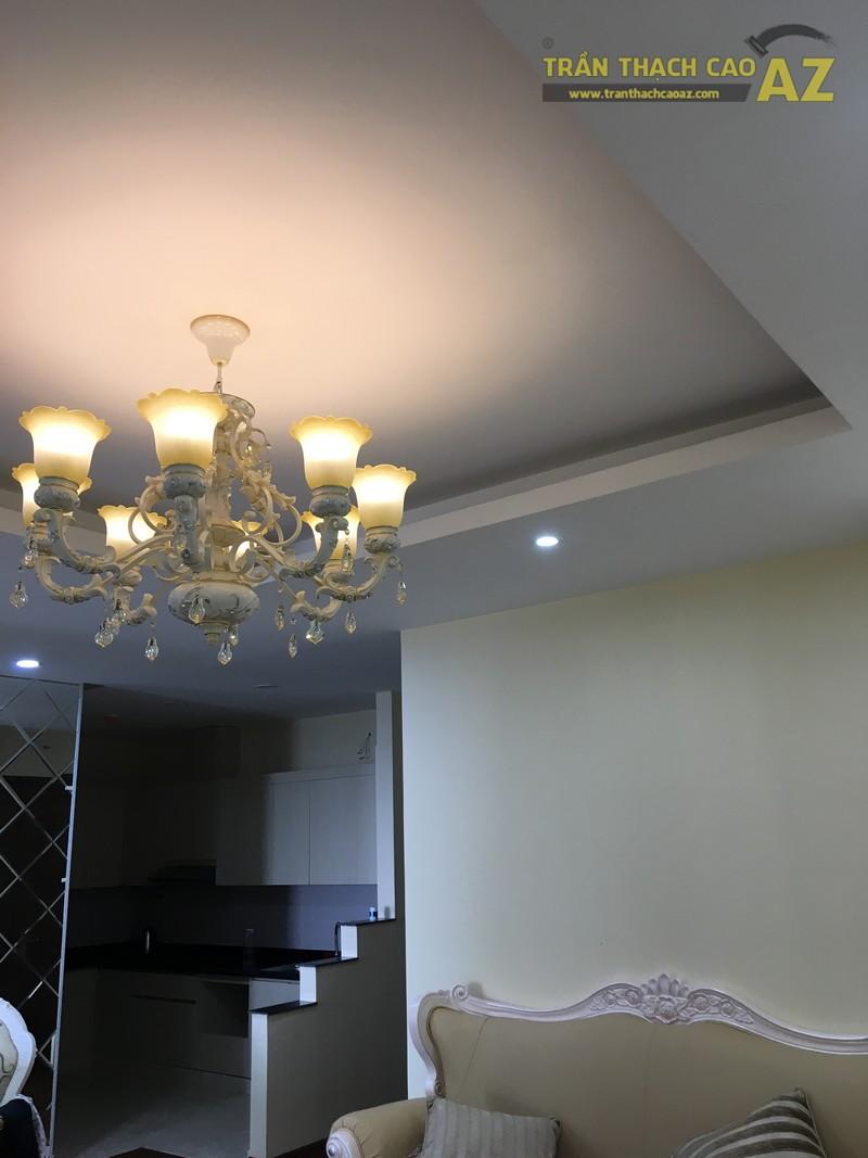Nét cổ điển pha lẫn hiện đại đẹp mê hồn của mẫu trần thạch cao phòng khách nhà anh Long - 04