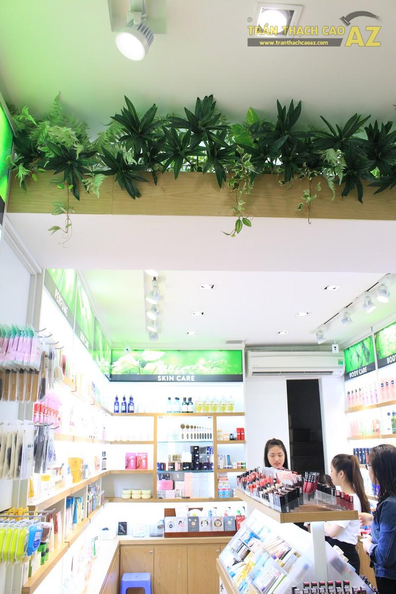 Ngắm thiết kế trần thạch cao ấn tượng của cửa hàng mỹ phẩm 152 chùa Bộc