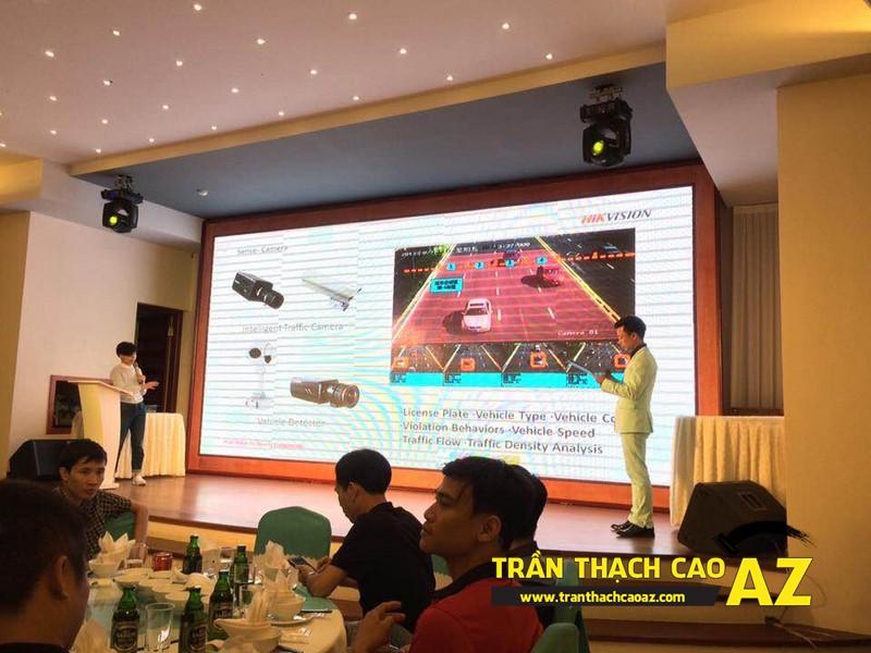 Ngắm thiết kế trần thạch cao đẹp trong không gian trung tâm tổ chức hội nghị tại Hà Nội