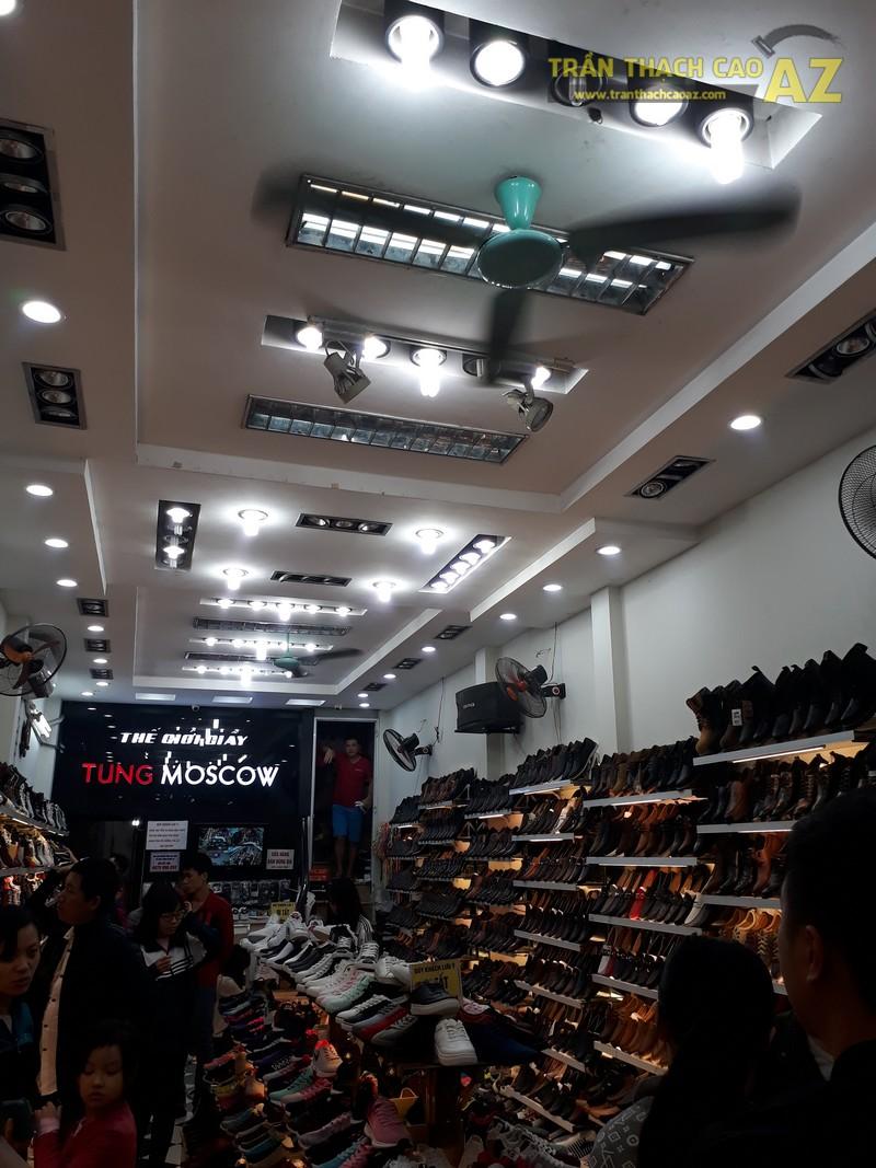 Shop giày Tùng Moscow hút khách nhờ thiết kế trần thạch cao đẹp ấn tượng - 03