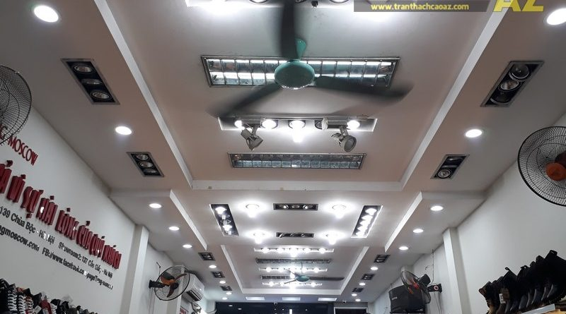 Shop giày Tùng Moscow hút khách nhờ thiết kế trần thạch cao đẹp ấn tượng tại 139 Chùa Bộc