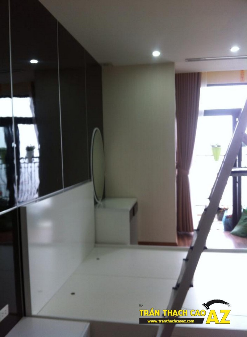 Cận cảnh thiết kế trần thạch cao phòng ngủ vợ chồng chị Lan