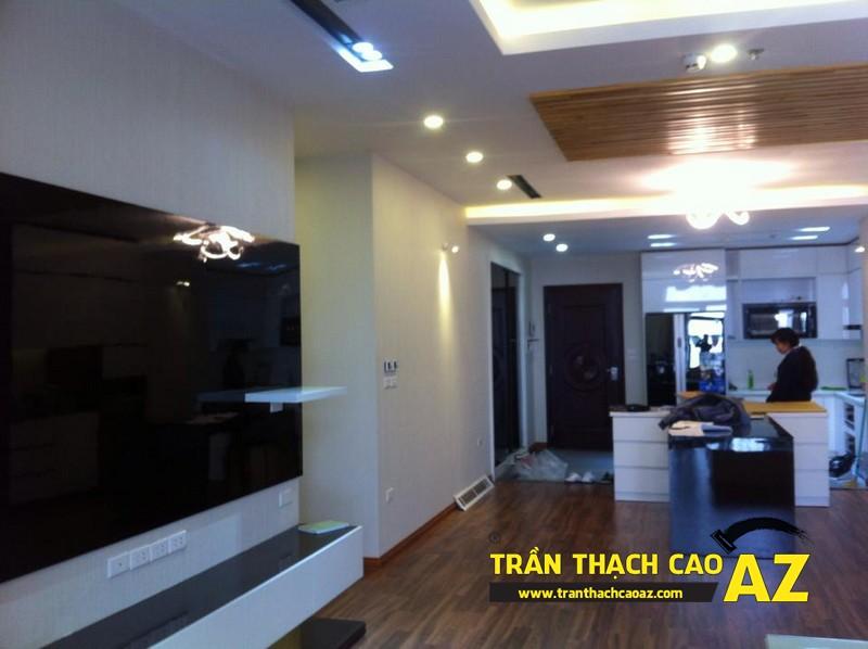 Thiết kế trần thạch cao phòng khách liền bếp đẹp nhà chị Lan 01