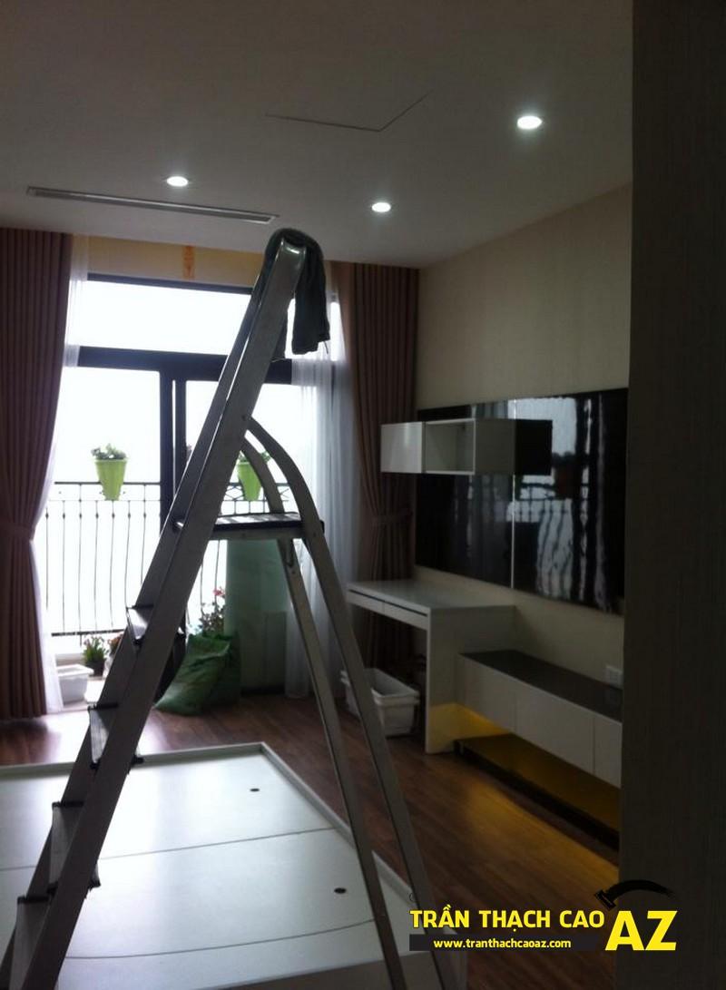 Cận cảnh thiết kế trần thạch cao phòng khách đẹp nhà chị Lan 01