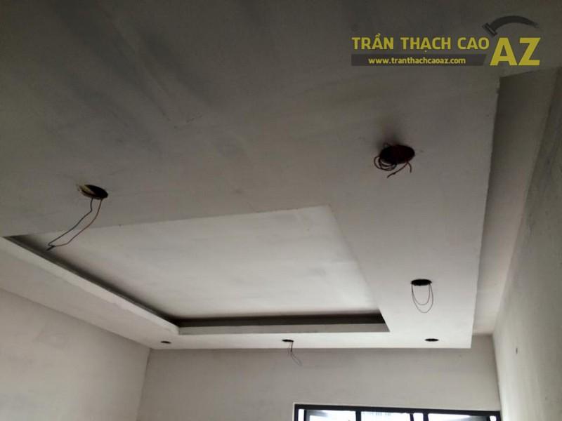 Hoàn thiện thi công trần thạch cao phòng khách nhà ống của gia đình anh Nam - 01