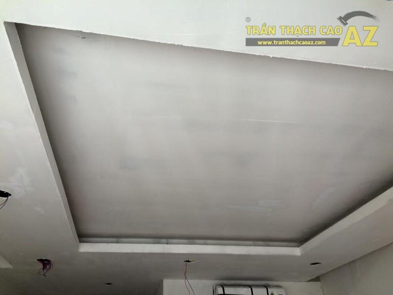 Hoàn thiện thi công trần thạch cao phòng khách nhà ống của gia đình anh Nam - 04