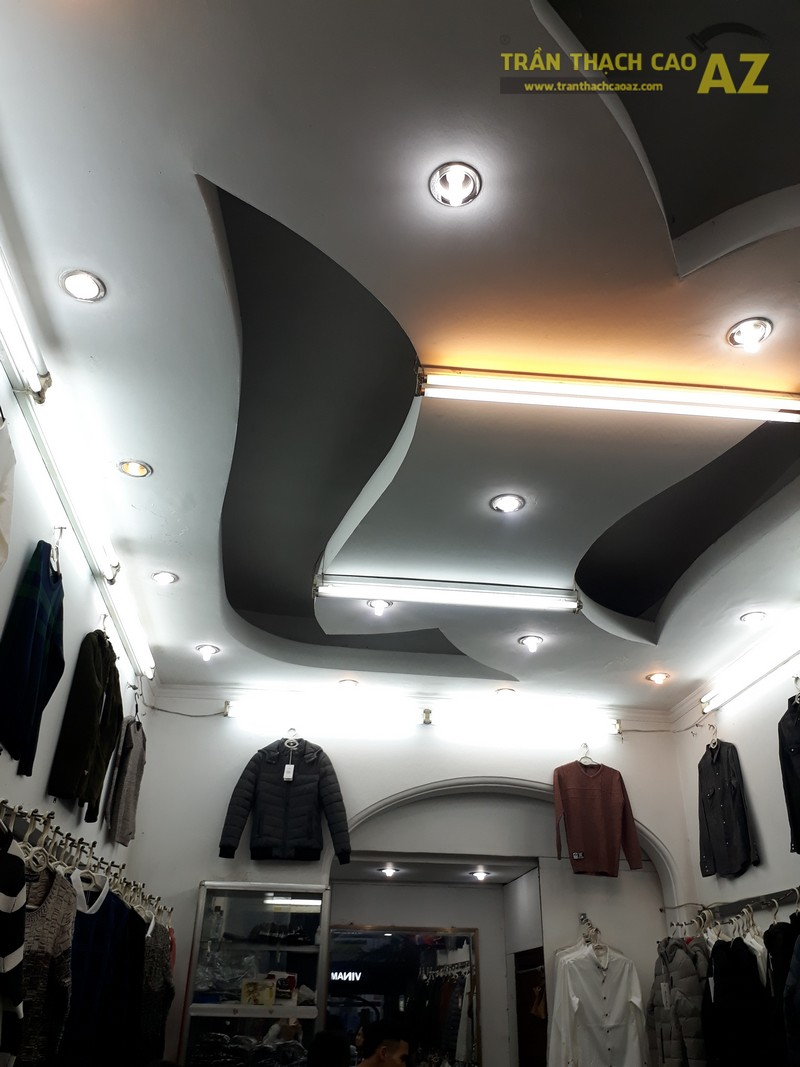 Cận cảnh thiết kế trần thạch cao đẹp cực cá tính của shop MEN's Jean, 209 Chùa Bộc - 02