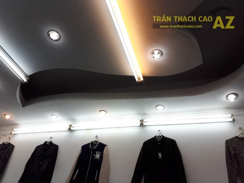 Cận cảnh thiết kế trần thạch cao đẹp cực cá tính của shop MEN's Jean, 209 Chùa Bộc - 04