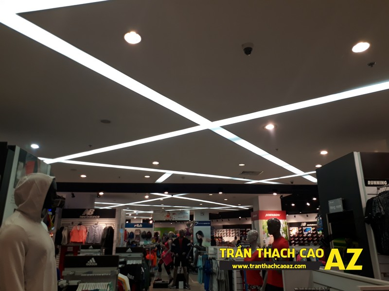 Thiết kế trần thach cao đẹp hiện đại của shop thể thao SuperSports tại Royal City 01