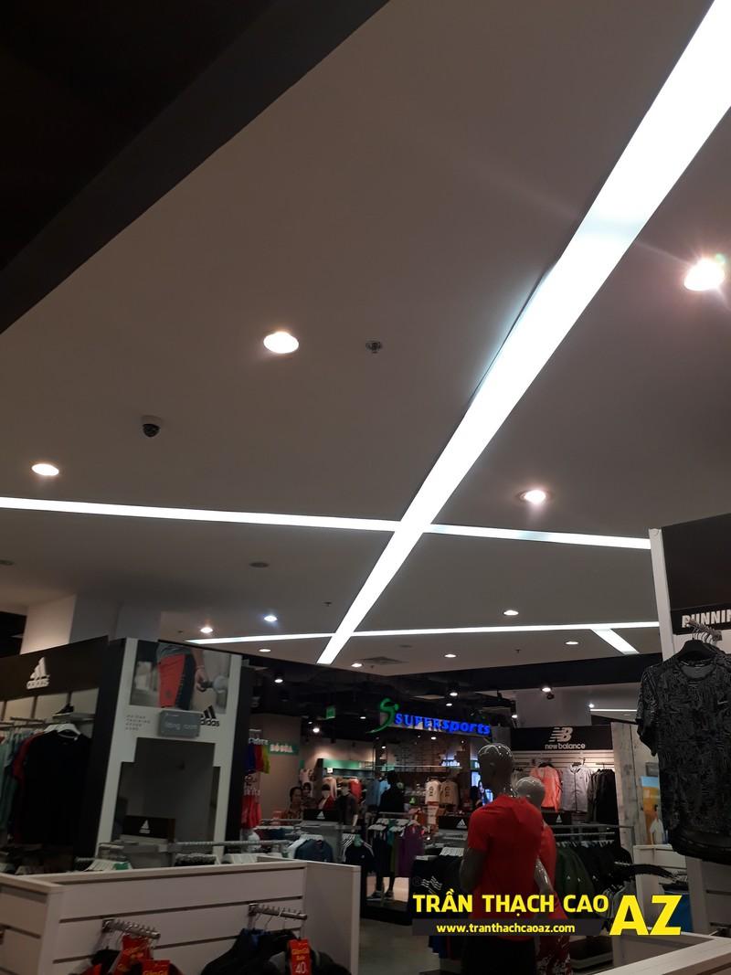 Thiết kế trần thach cao đẹp hiện đại của shop thể thao SuperSports tại Royal City 02