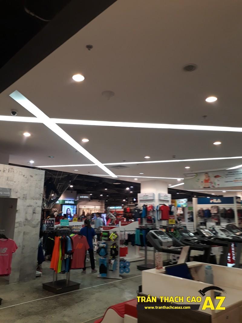 Thiết kế trần thach cao đẹp hiện đại của shop thể thao SuperSports tại Royal City 04